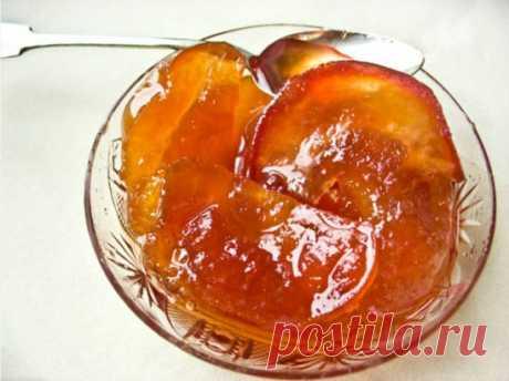 ПРОЗРАЧНОЕ ВАРЕНЬЕ ИЗ ЯБЛОК   На 1 кг. яблок берём 1,2 кг. сахара.  Удаляем середины, засыпаем сахаром и оставляем на 10-12 часов  Яблоки с сахаром должны постоять какое-то время, чтобы выделился сироп. Удобнее всего нарезать яблоки вечером, к утру они уже будут в яблочно–сахарном сиропе.