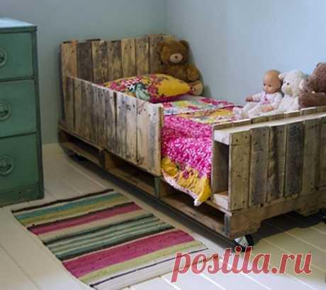 Детская кроватка из поддонов своими руками