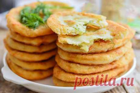 Тонкие жареные сытные пирожки с картошкой на кефире