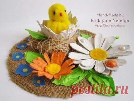 Поделка из яичного лотка в виде цыпленка в гнезде — Поделки с детьми