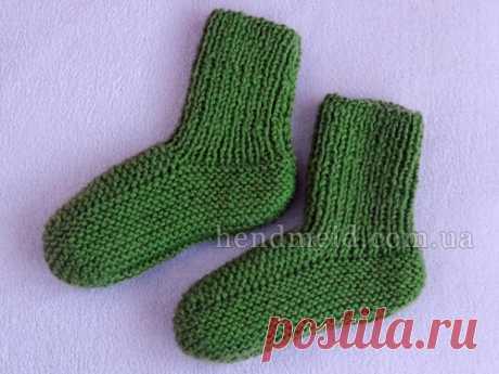 Простые детские носочки вязаные спицами