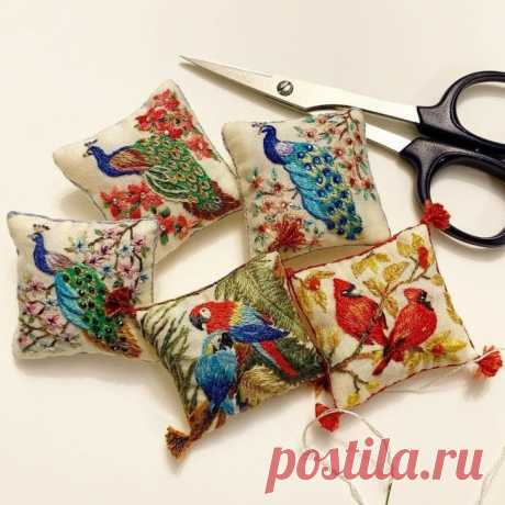 Вышитые в старинном стиле игольницы Модная одежда и дизайн интерьера своими руками