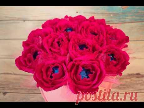 БУКЕТ ИЗ КОНФЕТ В КОРОБКЕ / ЦВЕТЫ ИЗ ГОФРИРОВАННОЙ БУМАГИ / Bouquet di caramelle in scatola - YouTube  Сегодня мы с вами буем собирать замечательный букет из роз с конфетами в шляпной коробке. Как я делаю розы из гофрированной бумаги с конфетой можете посмотреть в одном из предыдущих видео на моем канале.  #букетизконфетвшляпнойкоробке #розыизгофрированнойбумаги #подароксвоимируками