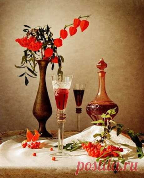 Рябиновка    Самый древний напиток на Руси - наливка. Технология ее приготовления отработана веками. Есть несколько вариантов, но мы вам предлагаем самый простой - проверенный несколькими поколениями поклоннико…