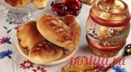 Los platos de la cocina rusa con poshagovymi la foto.