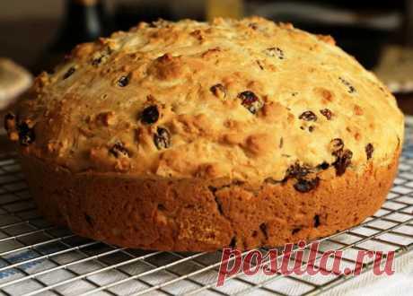 El pan irlandés sódico Bezdrozhzhevoy el pan la receta en irlandés: el pan suave, tierno, dulce sobre la sosa con las pasas bajo la mantequilla; como preparar lean en el sitio las Mejores recetas para el horno