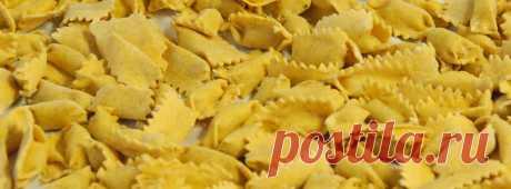 Итальянские пасхальные рецепты | Пасха на Апеннинах – особый праздник, когда за столом собирается вся большая итальянская семья. Помимо шоколадных яиц с сюрпризами для детей и кулича «Коломба» в виде голубки, в пасхальное воскресенье готовят блюда, уникальные для каждого из двадцати регионов. Екатерина Скьявоне узнала, чем отличаются застолья в разных областях Италии.