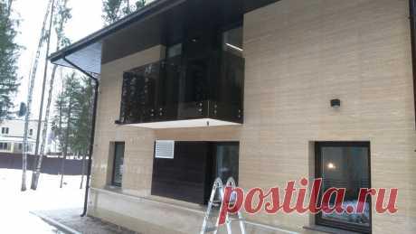 Изготовление лестниц, ограждений, перил Маршаг – Перила балконных из черного стекла монтаж