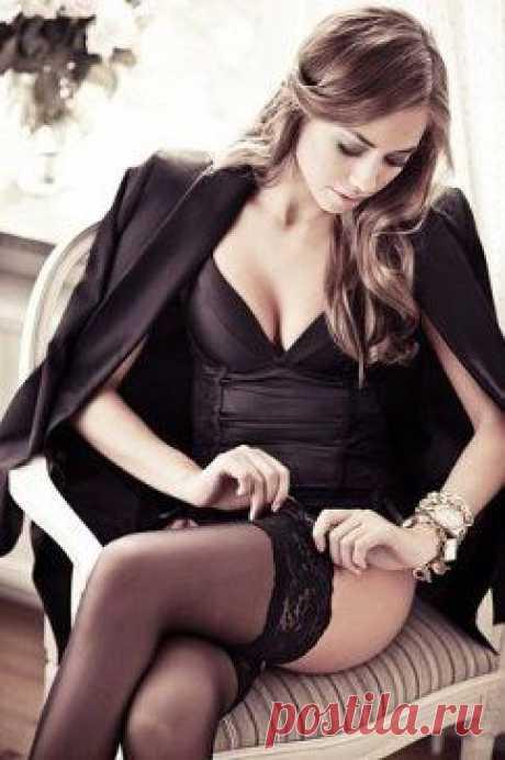 Хорошие девочки становятся хорошими женами, плохие - потрясающими любовницами, умные - верными подругами, а мудрые - умудряются всё это совмещать!