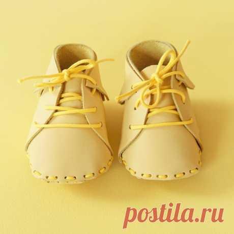Яркие туфельки для куклы. Я бы тоже от подобных не отказалась! 😄 / Необычные поделки