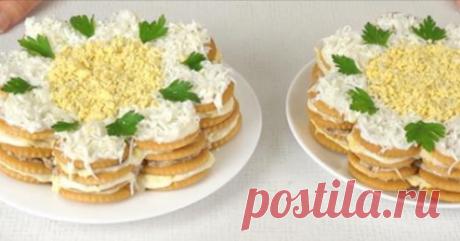 Закусочный торт-салат из крекеров. Готовится за считанные минуты