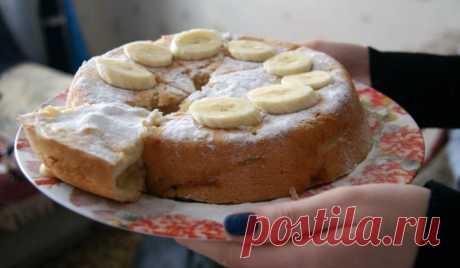 Супер вкусный и простой пирог — шарлотка с яблоками и бананом в духовке - Женская страница