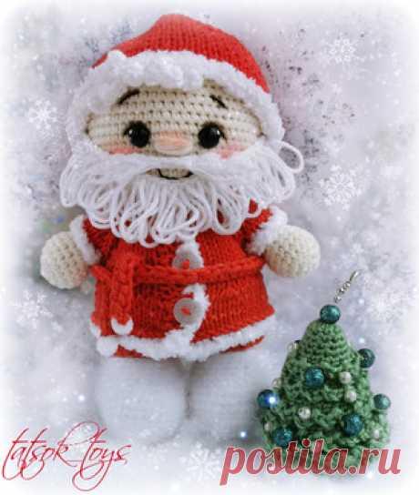 Пупс малыш в костюме Деда Мороза амигуруми. Схемы и описания для вязания игрушек крючком! Бесплатный мастер-класс от Татьяны Соколовой по вязанию пупса-малыша в костюме Деда Мороза. Высота вязаной крючком куклы примерно 17 см. Для изготовле…