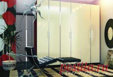 Шкаф трехстворчатый для одежды: заказ, фото, цветное стекло