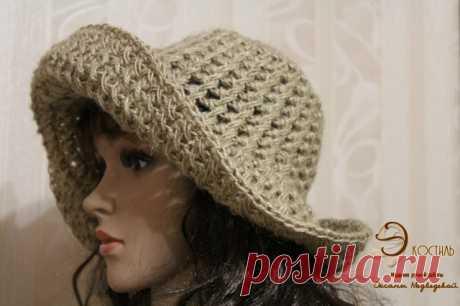 El sombrero con los campos anchos, tejido del yute