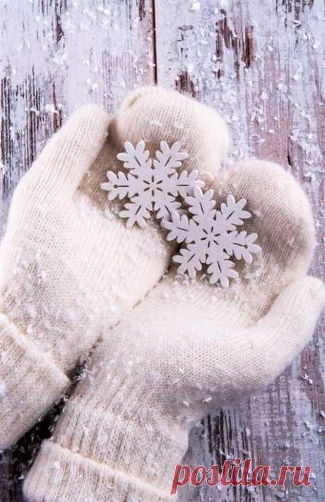 (12) Наш мир - удивительный , и красивый, весёлый и мудрый. Зима учит безмятежности и неспешности. Каждая снежинка — учитель изящества.   Мария Берестова