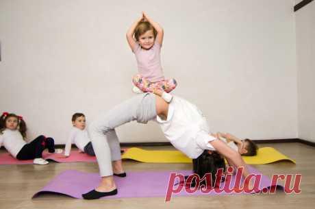 Бэби йога для малышей с мамой: польза, комплекс занятий