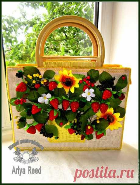 """Купить Сумка """"Клубничная поляна"""" в необычном дизайне - желтый, сумка с ягодами, сумка с клубникой, подсолнухи"""