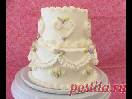 La formalización de las tortas por la crema. Adornamiento de la torta de boda por el pastelero español