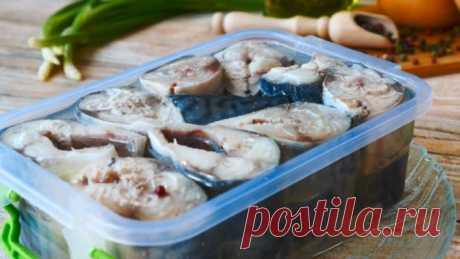 Малосольная скумбрия в масле: роскошный рецепт для любителей рыбы Простой рецепт, но зато на столе такая рыбка съедается всегда первой!