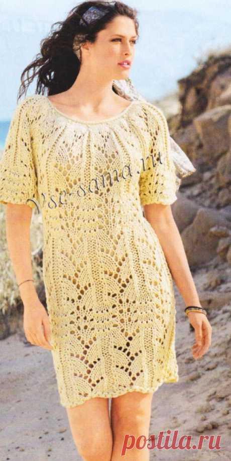 Вязаное спицами ажурное платье.