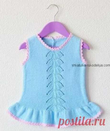 Голубое платье Голубое детское платье с центральным узором «зонтик» спицами. Детское платье с описанием спицами