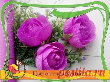 Цветок с конфетой из гофрированной бумаги