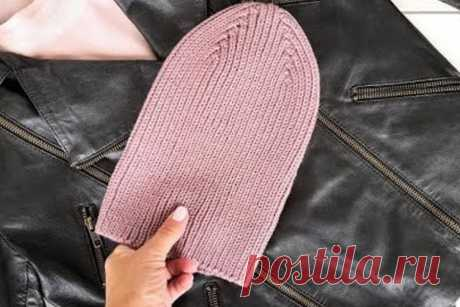 Новая осень - новая шапка! Этот неплохой девиз поможет вам воплотить в жизнь урок по вязанию шапочки спицами резинкой 1х1. Это очень просто, быстро, и что немаловажно, модно и современно.