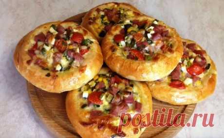 Ммм .... как же вкусненько !!! Пышные остренькие ватрушки или мини пиццы на завтрак, перерыв