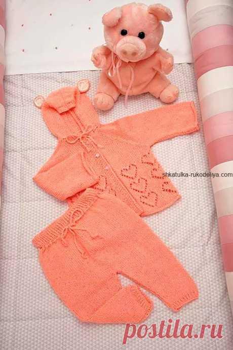 Костюм для малыша спицами Вязаные костюмы для новорожденных спицами схемы. Детский костюм спицами до года