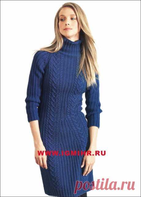 Синее платье с рукавом реглан и косами,  от Lana Grossa.