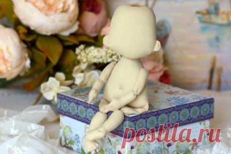 Секреты пошивакукол Секреты пошива кукол от мастера Ирины Томашевской. Ирина очень трепетно относится к своему любимому делу и в своем блоге делится с читателями, что создание кукол и игрушек превратилось в очень знач…
