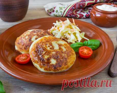 Белорусские пызы на Вкусном Блоге Это блюдо белорусской кухни чем-то похоже на картофельные зразы. Одно из главных отличий пызов от зраз в том, что в картофельную массу добавляется творог. А фарш в начинку кладется в сыром виде. Это вкусно 🙂 И блюдо само по себе самодостаточно – помимо традиционной сметаны к нему просится разве что…