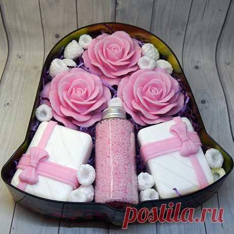 Подарочный набор мыла ручной работы в банке в форме колокольчика