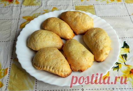 Творожные пирожки с яблоками Пирожки из творожного песочного теста с начинкой из яблок.