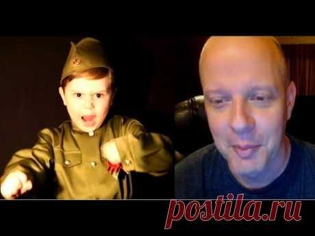 Американец смотрит как Русский мальчик поёт Американский профессор на русском