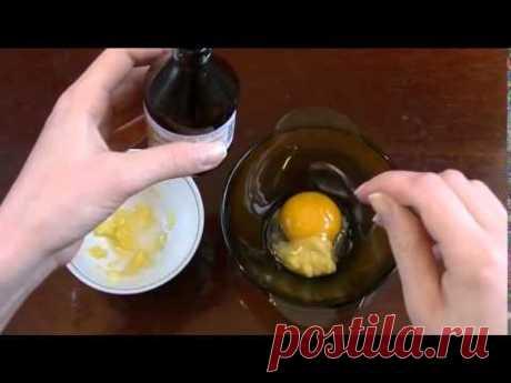 Невероятно! Наносите это масло перед сном – на утро ни одной морщинки!  =В частности, касторовое масло можно смешать с одним яичным желтком (достаточно 1 ч. л. исходного продукта), с овсяными хлопьями и натуральным медом или с другими маслами. Выбор дополнительных ингредиентов напрямую зависит от основных особенностей вашей кожи, а также от того, склонны ли вы к каким-либо аллергическим реакциям.