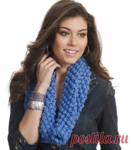 Хомут узором шишечки Простой шарф хомут спицами для женщин, выполненный из акриловой пряжи. Вязание шарфа осуществляется по кругу на круговых спицах узором шишечки...