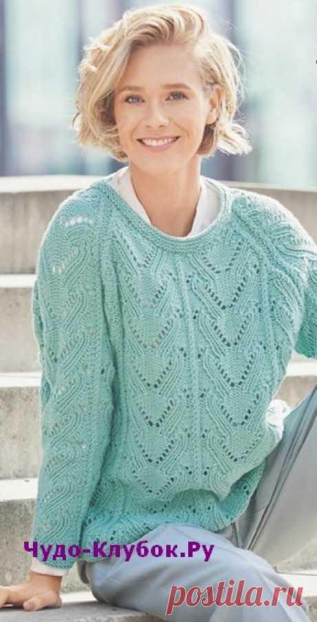 Ажурный пуловер мятного цвета вязаный спицами 1822  