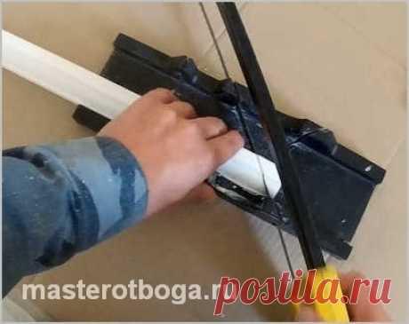 Как точно обрезать потолочный плинтус в углах
