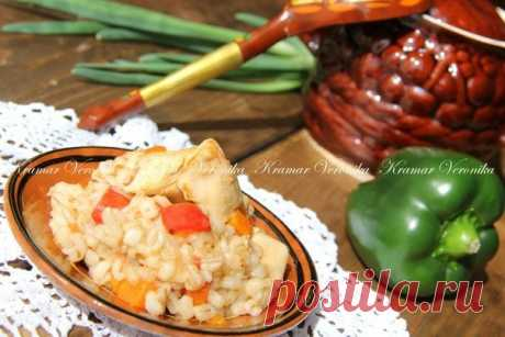 Готовим с пользой — Перловая каша в горшочках с курицей и овощами - Счастливый формат