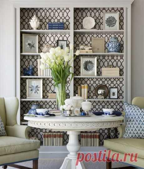 Обновляем мебель: 48 идей декора шкафов, буфетов и стеллажей остатками обоев