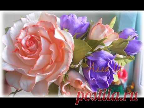 Las flores de foamirana, el maestro la clase, el modo simple de la creación adornamiento para los cabellos.