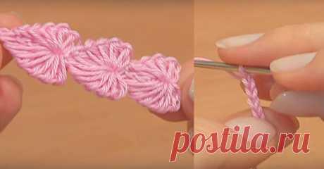 Посмотрите, как связать цепочку из милых сердечек   Нежный шнур в виде красивых сердечек Вы научитесь вязать крючком на этом мастер-классе. Каждое сердечко вяжется, используя необычный прием: выполняются натяжки (как для пышного столбика) и затем поэ…