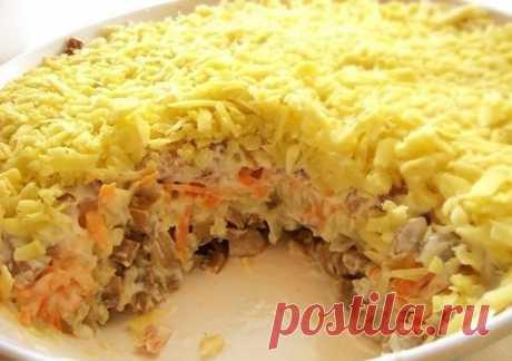 Салат с мясом и грибами рецепт с фото пошагово как приготовить Хочу предложить вашему вниманию кулинарный рецепт очень вкусного блюда. Оно называется «мясной салат с грибами и сыром». В этом салате также используется мясо, на ваш вкус, какое вам больше нравится. Рецепт салата с грибамимясом и сыром очень простой и не потребует много времени для приготовления. А теперь, давайте рассмотрим, как приготовить салат с мясом и грибами и сыром…