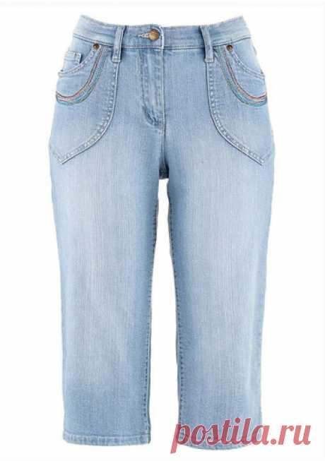 Модные женские джинсовые бриджи 2019: фото, отзывы, для похудения весна лето / Работать в жарком офисе хочется красиво. Носите модные женские джинсовые бриджи без дискомфорта. В 2019 году для похудения подойдут особые бриджи.После рассмотрения фото модных бридж 2019-го от двух компаний, можно отметить достаточно широкое разнообразие представленных моделей. Если говорить о цветах, то сказать однозначно какой оттенок будет популярнее всего довольно трудно. Среди модных предложений присутствую