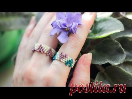 Кольцо с сердечками из бисера мозаичным плетением / Простое кольцо из бисера - YouTube