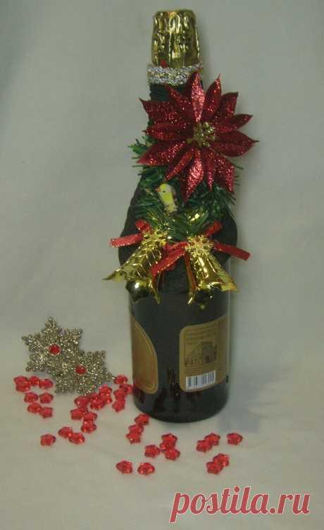 Скоро новый год. Праздничный стол и красивый декор. Необычно оформленное шампанское моментально внесет нужный настрой и может быть презентовано в качестве эксклюзивного самодельного подарка.