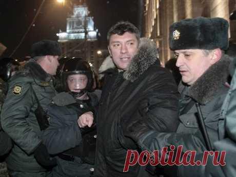 Арест Немцова