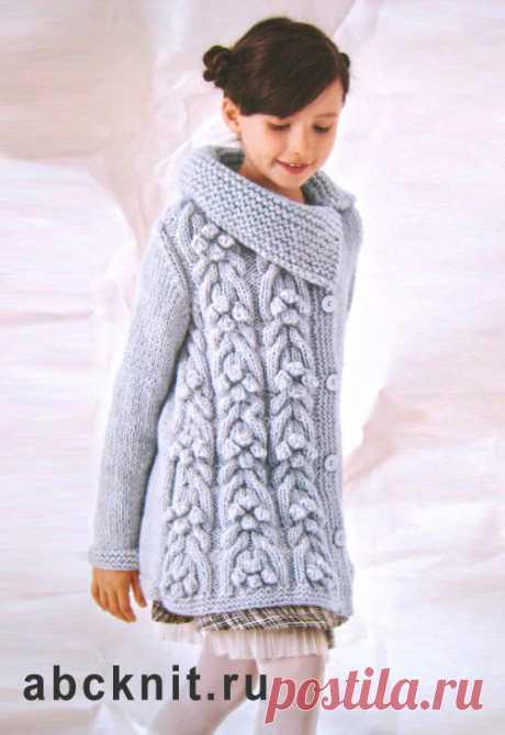 Серое вязаное пальто для девочки | Вязание спицами и крючком – Азбука вязания